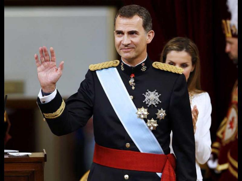 За първи път в Испания, кралят разпусна парламента - картинка 1