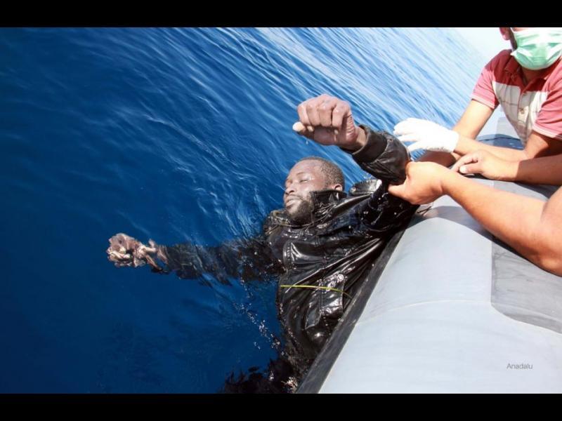 (СНИМКИ+ВИДЕО) Над 700 мигранти са се удавили в Средиземно море през последните няколко дни при опит да стигнат до Европа - картинка 3