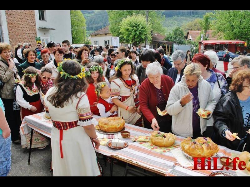 """""""Дядо Йоцо гледа"""" - хит на Фестивала на брашното - картинка 4"""