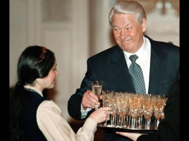 /ВИДЕО+СНИМКИ/ Борис Елцин - повелителят на чашката - картинка 1