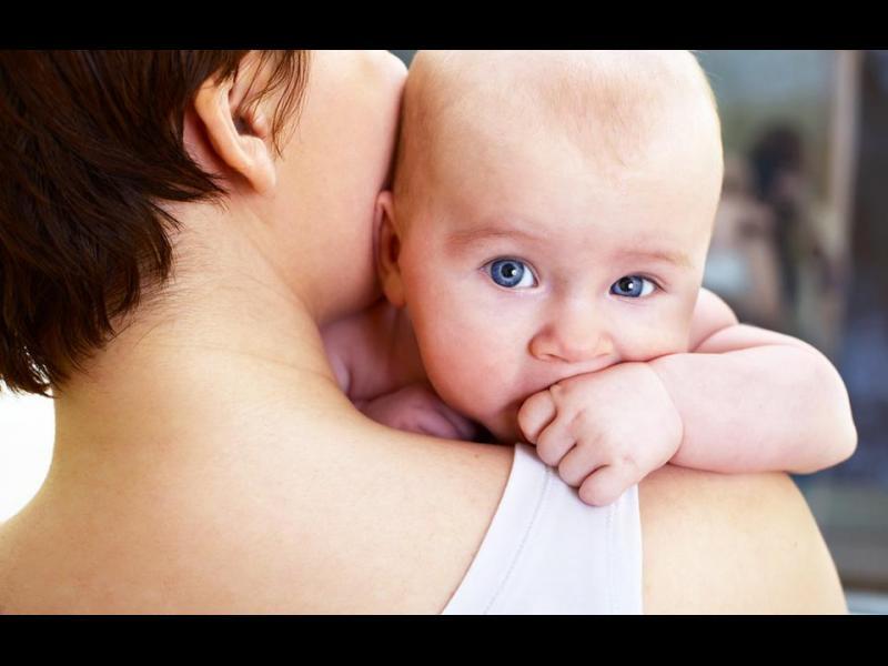 Хълцането и оригването на вашето бебе