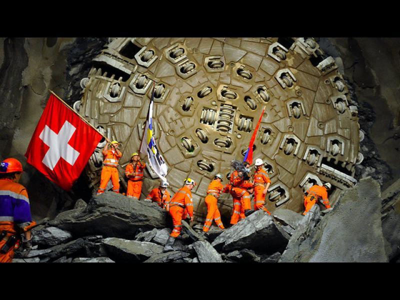 /СНИМКИ/ Откриват най-дългият железопътен тунел в света - картинка 1