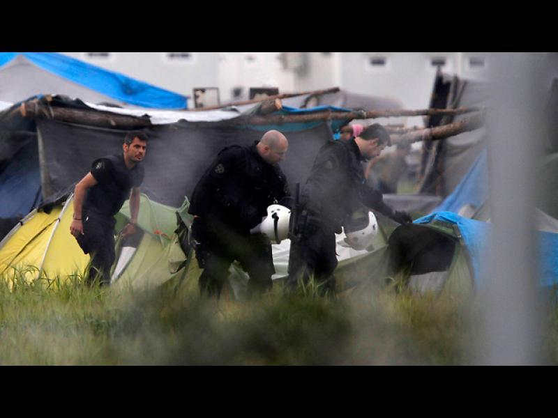 /ВИДЕО/ Гърция евакуира лагера в Идомени - картинка 1