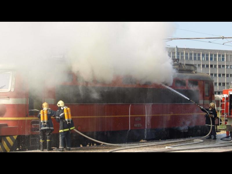 Локомотив се запали в Пловдив - картинка 1