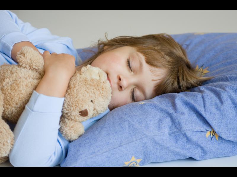 Щастливите майки приспиват децата си по-рано