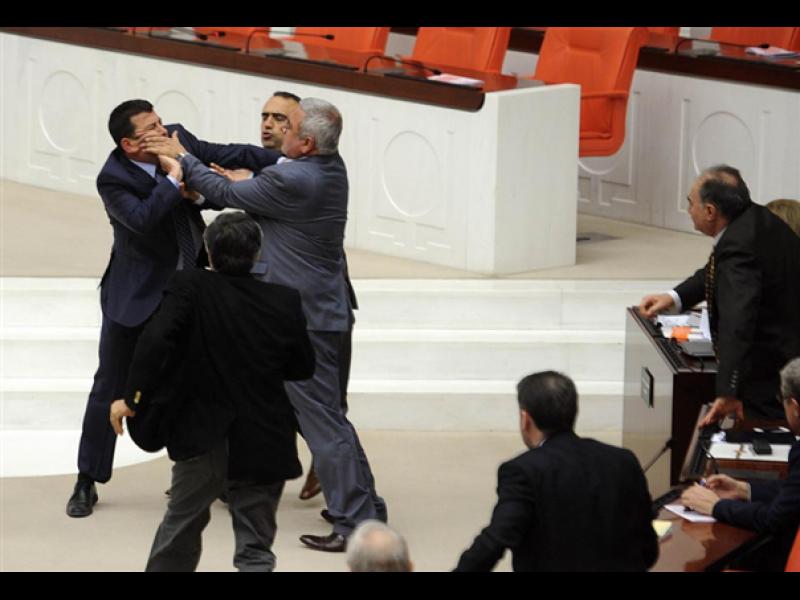 Масови тупаници в турския парламент - картинка 1