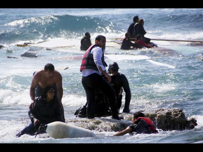 (СНИМКИ+ВИДЕО) Над 700 мигранти са се удавили в Средиземно море през последните няколко дни при опит да стигнат до Европа - картинка 1