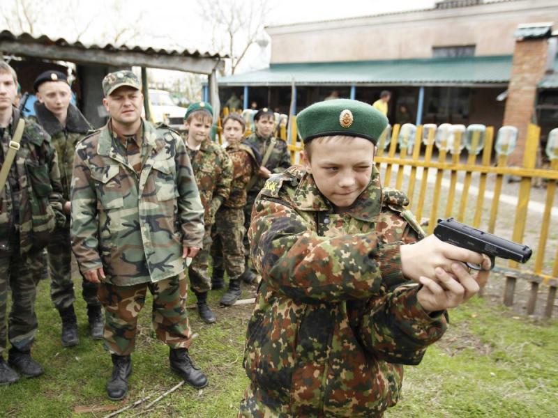 Десетгодишни деца в младата армия на Путин - картинка 1