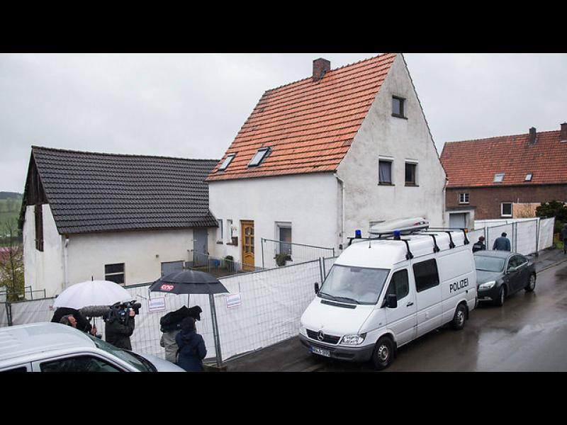 Заловиха германско семейство, измъчвало жени - картинка 1