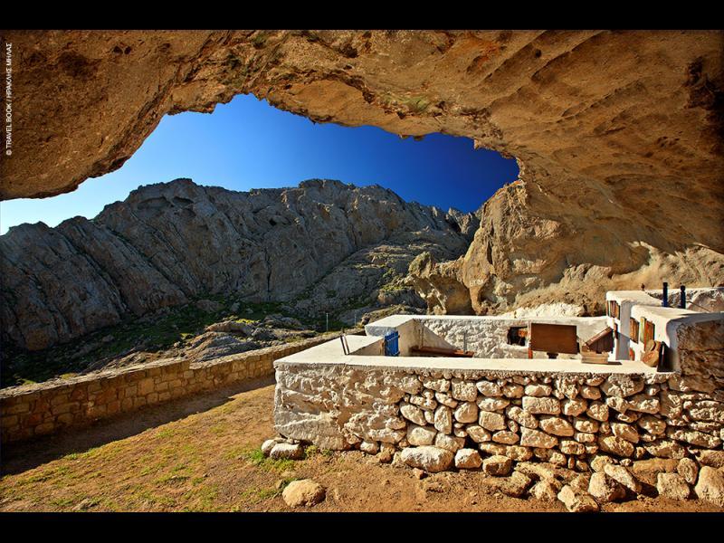 /СНИМКИ/ Единственият храм без покрив в света