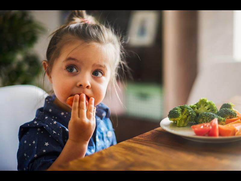 Късната вечеря при децата не е опасна