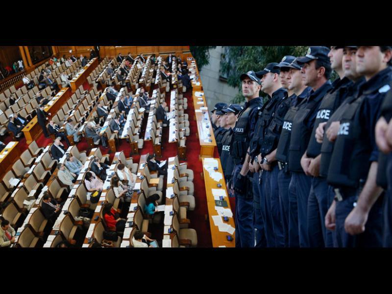 Реформата в МВР мина със 116 гласа