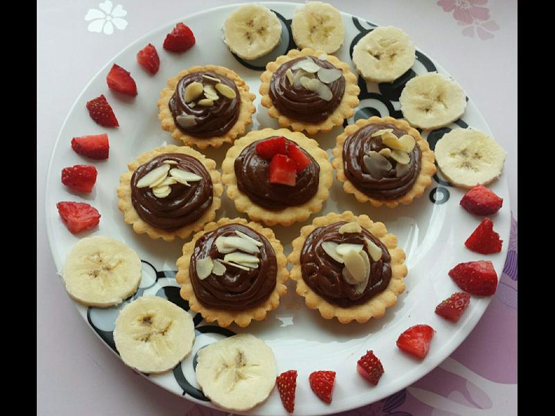 Домашна кухня: Вкусни кошнички с шоколадов крем