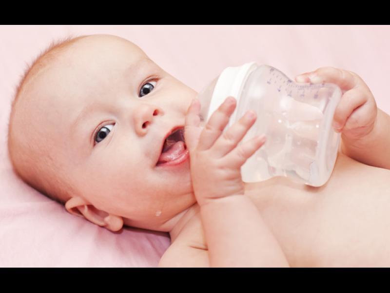 Кога да даваме вода на бебчето?