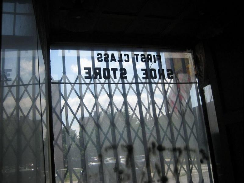 /СНИМКИ/ Музей за обувки, недокоснат повече от 40 години