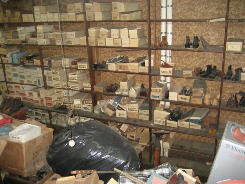/СНИМКИ/ Музей за обувки, недокоснат повече от 40 години - картинка 2