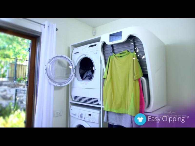 (ВИДЕО) Край на мъките! Робот глади и сгъва дрехите
