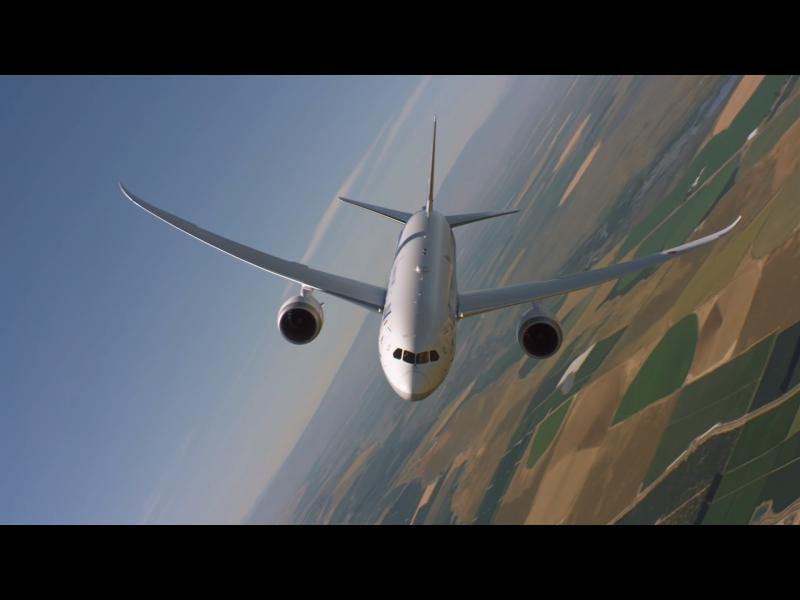 Не, това не е самолет от авиошоу!
