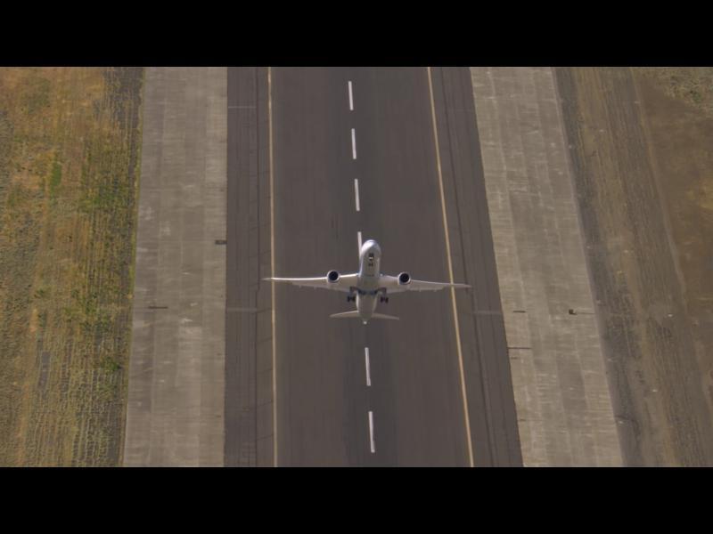 Не, това не е самолет от авиошоу! - картинка 2