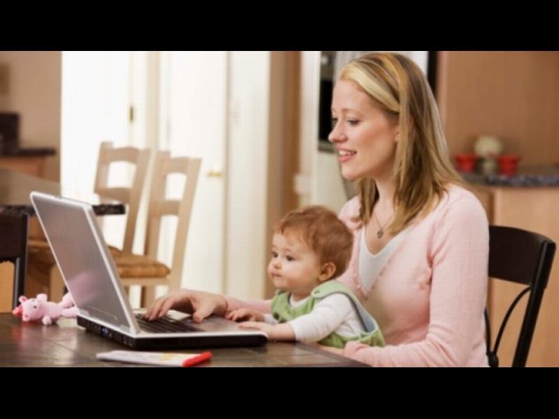 Модерните майки разчитат все повече на Facebook
