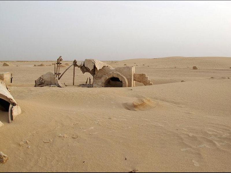 Тайнствени снимки показват изоставените Star Wars декори в Тунис