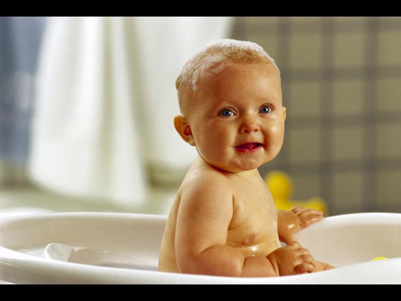 Забавление за малчовците по време на къпане