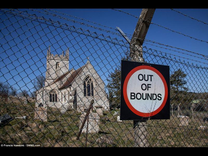 Жителите на малък английски град не могат да се върнат по домовете си повече от 70 години