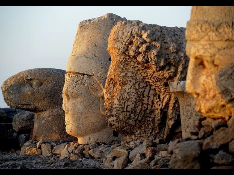 Там, където богове и царе се превръщат в камък