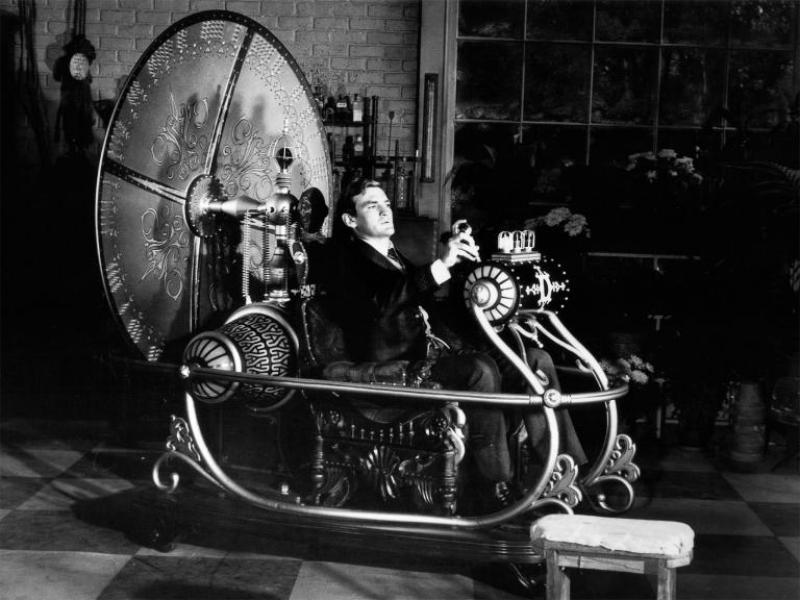Самоук физик смята, че може да изобрети машина на времето