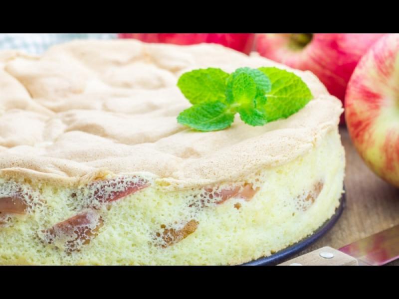 Време е да дебелеем! Как да си направим сладкиш с ябълки и чаени бисквити