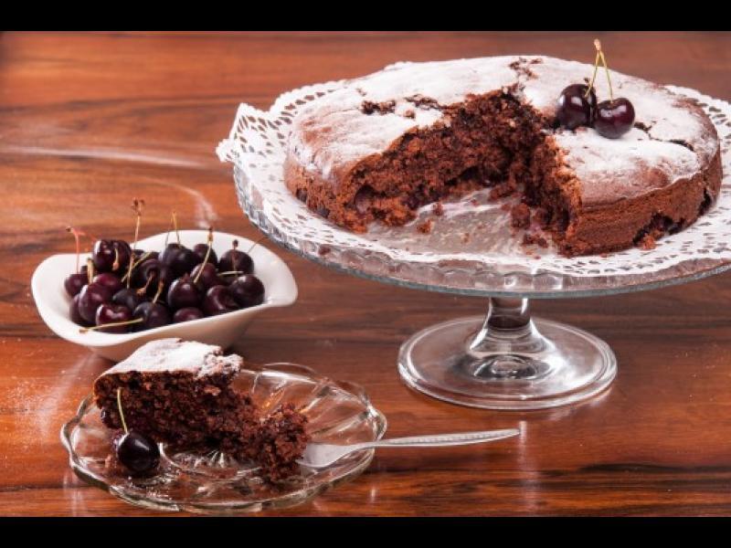 Време е да дебелеем! Как да си направим шоколадов сладкиш с череши?