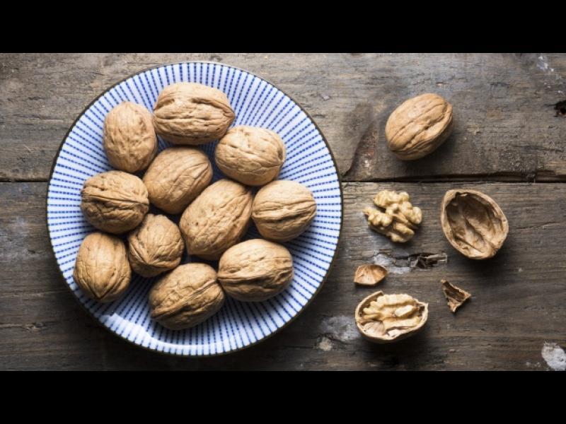 """Ореховите черупки и """"мрежичките"""" им лекуват"""