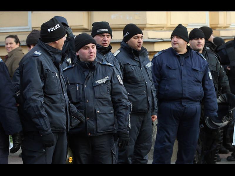 Малоумници и негодници се надпреварват да заемат полицейски места? - картинка 1