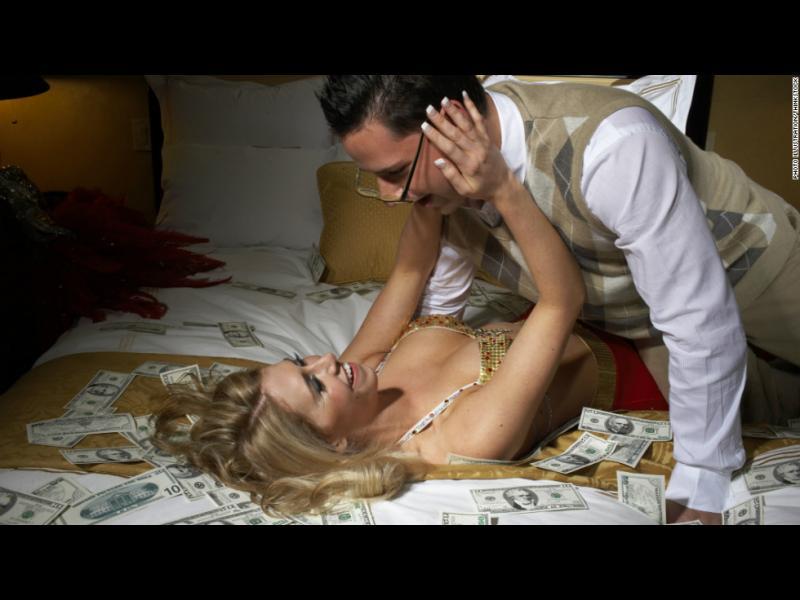 Сексът носи повече щастие от парите