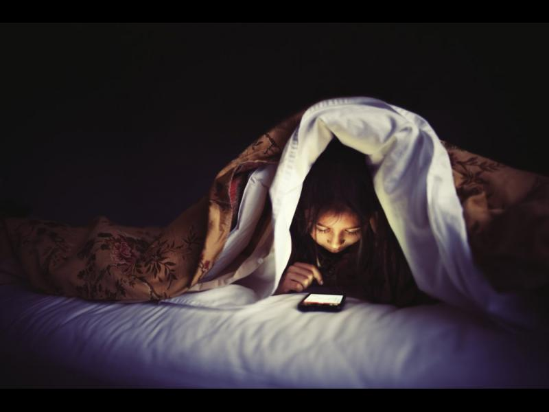 Не сваляте очи от мобилния телефон? Ето какво може да си причините... - картинка 1