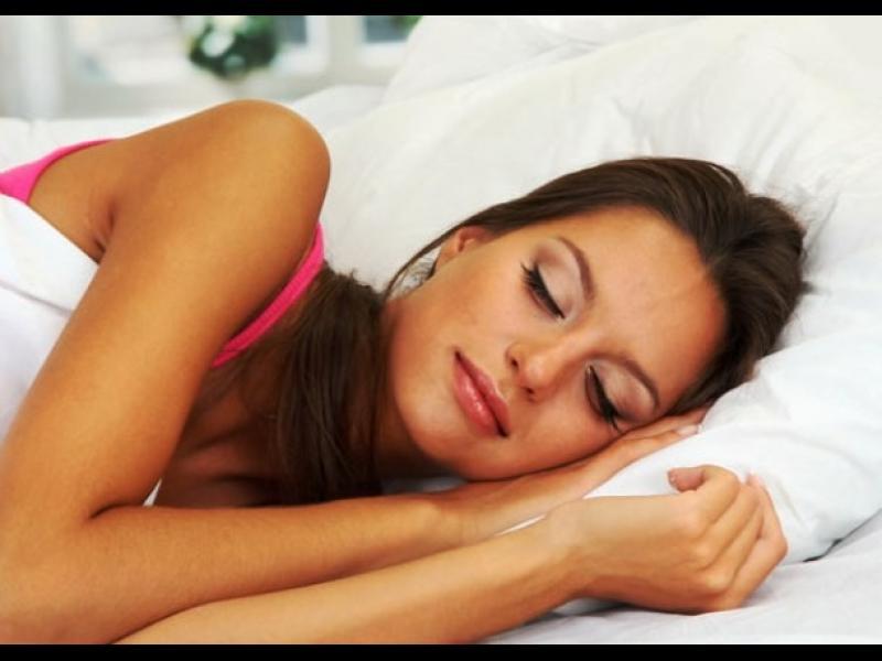 Защо е полезно да спим на лявата страна?