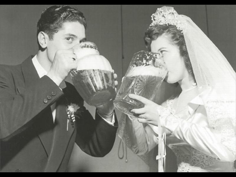 Момчета, пийте бира на корем! Ще сте върха в леглото!