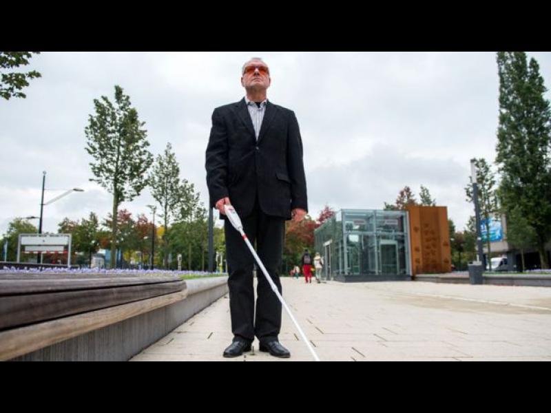 Човекът с белия бастун
