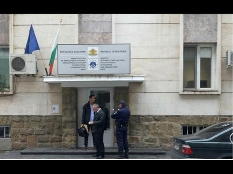 Провежда се разследване в Бургас, София и Ямбол. Иззети са множество документи. Разследва се злоупотреба с евросредства
