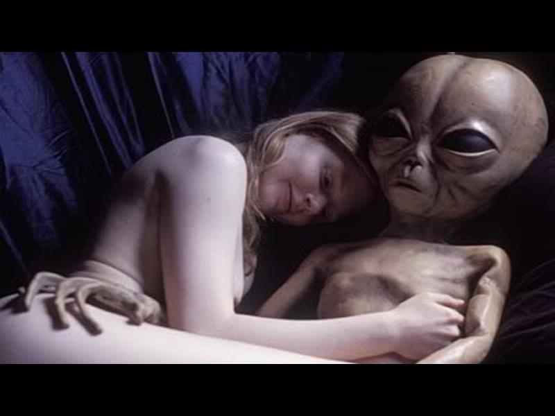 НАСА, моля пратете презервативи в Космоса! Може да потрябват на извънземните... (ВИДЕО)