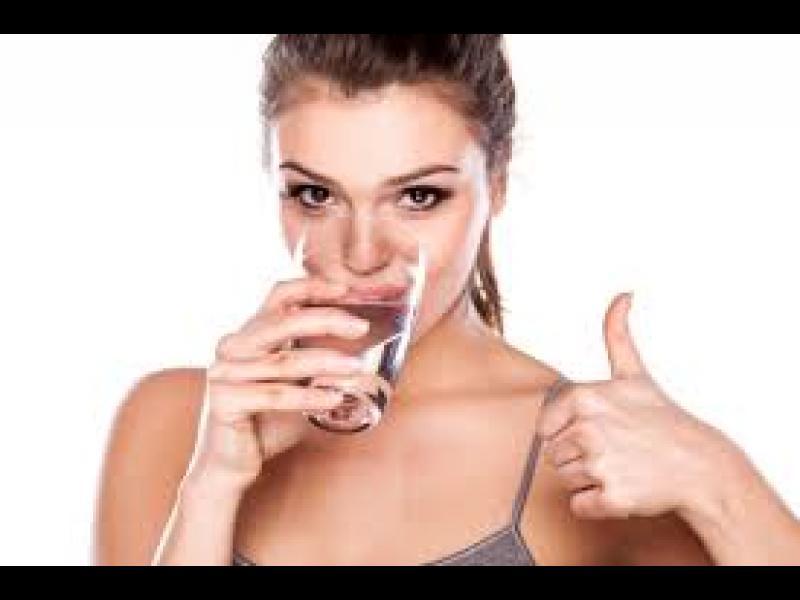 Колко чаши вода на ден трябва да изпиете за отлична хидратация и тонус?
