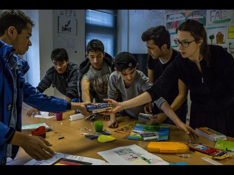 В германските училища и бежанците, и учителите научават нови неща
