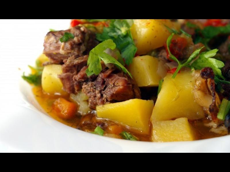Манджите на баба: Гювеч със свинско и зеленчуци
