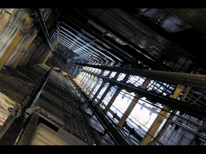 Как да се измъкнем живи от падащ асансьор? /ВИДЕО/