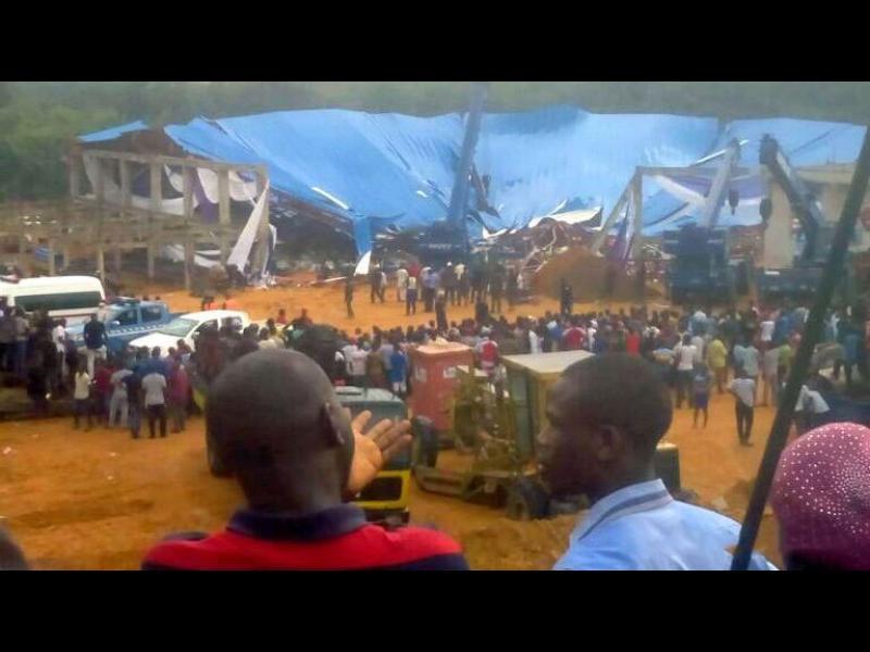 Най-малко 160 души загинаха при срутване на покрив на църква в Нигерия