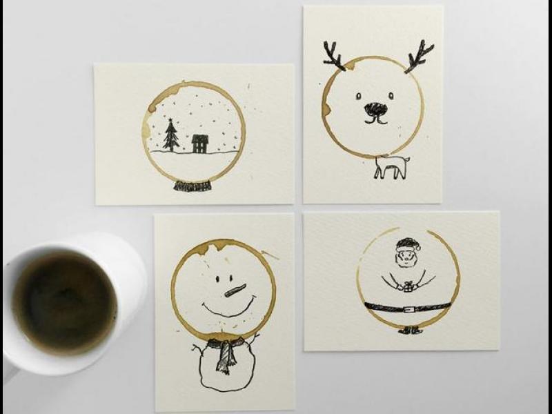 Оригинални коледни картички, оформени с петна от кафе