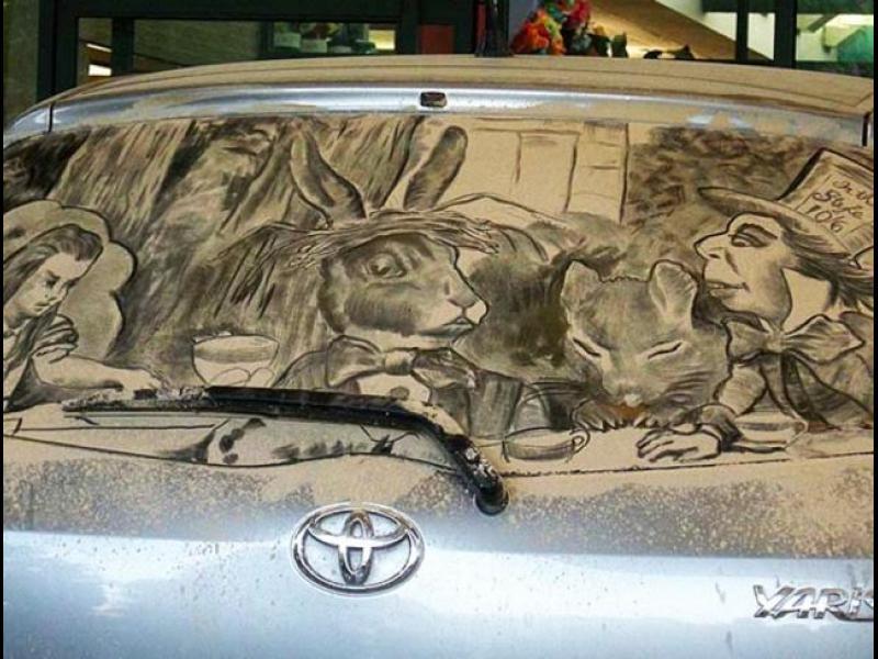 Изумителни рисунки върху мръсни автомобили! /СНИМКИ/