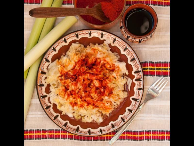 Манджите на баба: Салата от кисело зеле с червен пипер