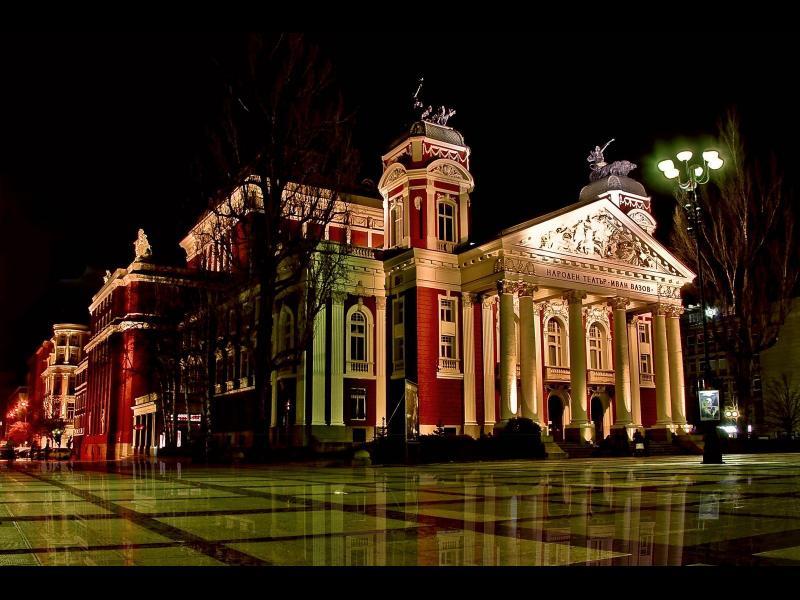 """Народният театър """"Иван Вазов"""" обитава сградата под Аполоновата колесница вече 113 години"""