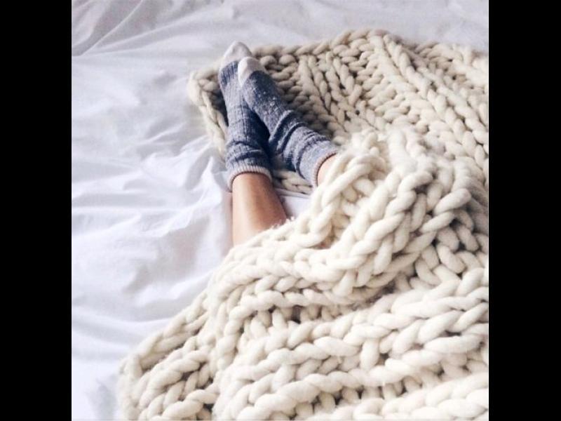 Защо трябва да спите под дебели завивки